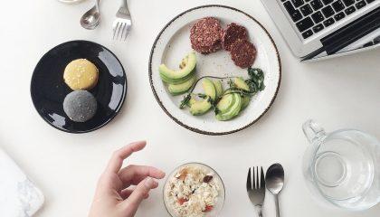 Reeducação alimentar no trabalho melhora a saúde dos colaboradores