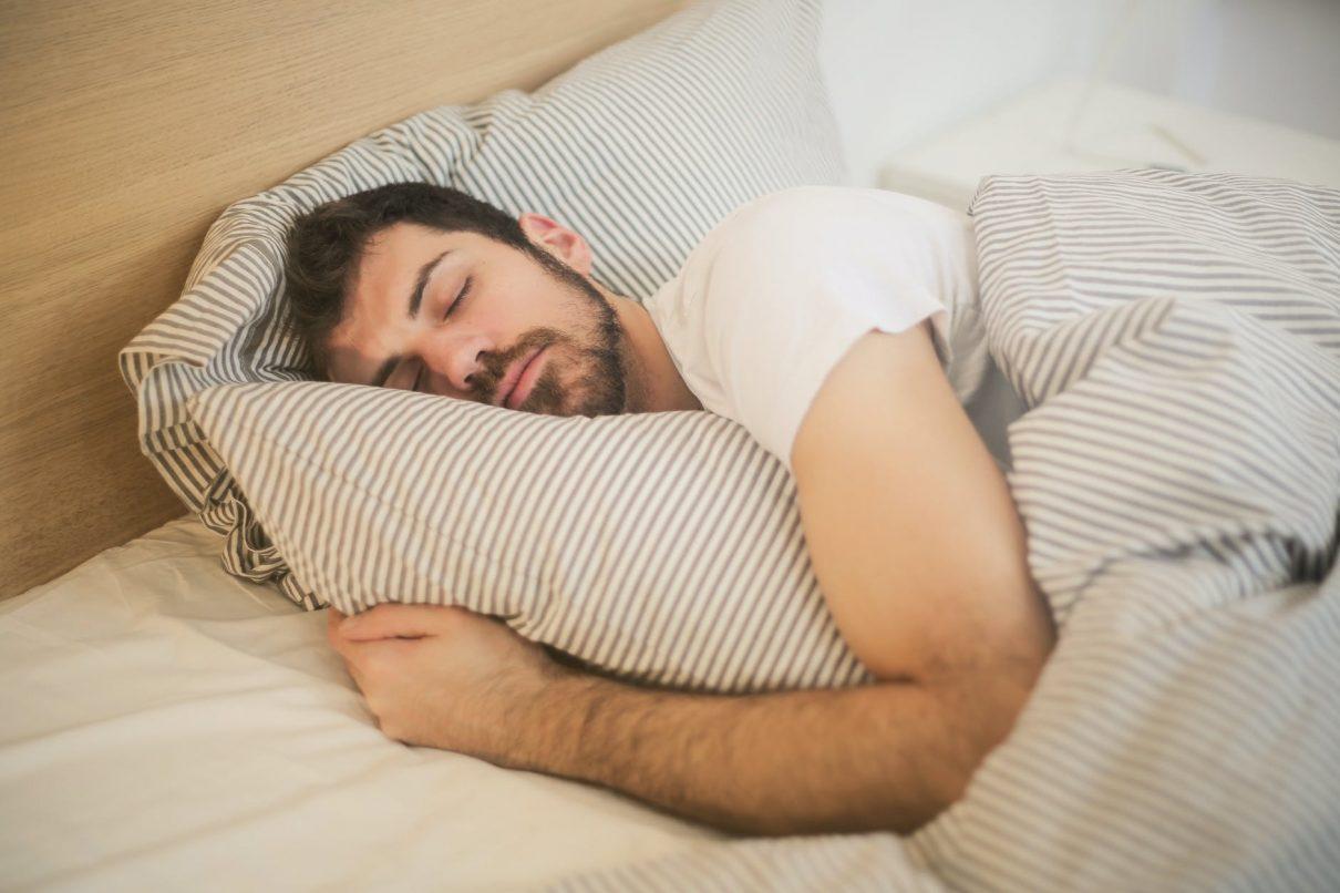 Bons hábitos, como sono de qualidade, ajudam a combater o Coronavírus